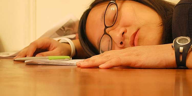 Students dozing off in school's Nap Club